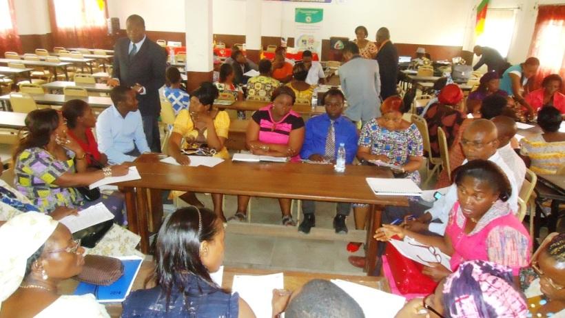 Douala, 13 février 2016. Des enseignants lors des travaux en atelier.