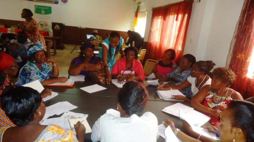 Douala, le 13 février 2016. Des enseignants lor des travaux en atelier..