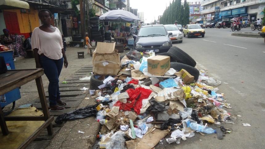 douala-des-ordures-en-plein-coeur-du-quartier-akwa-au-lieu-dit-ancien-dalip