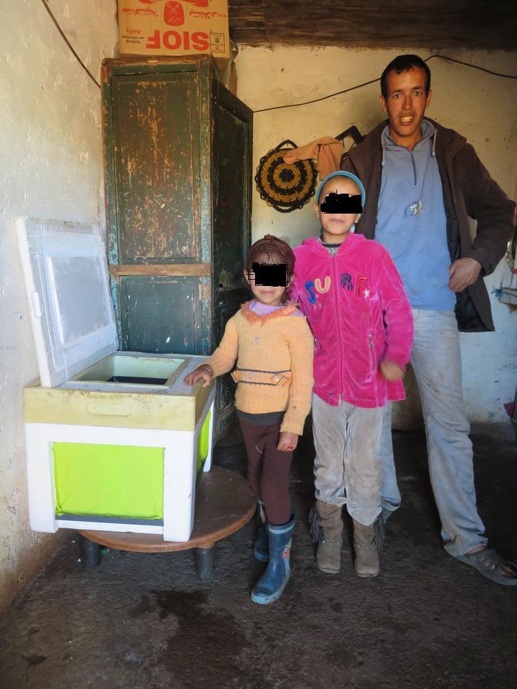 Une famille marocaine présente son Evaptainers.